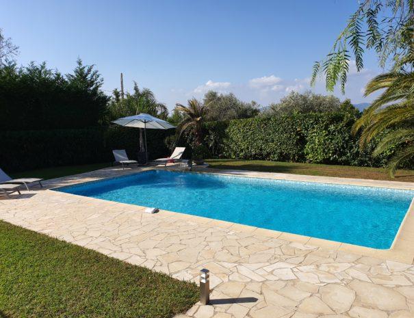 Terrasse et piscine à l'abris des regards